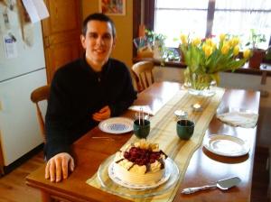 Martin fyllde 28 år den 16/4. Det firades med god hallontårta från Stigs konditori!