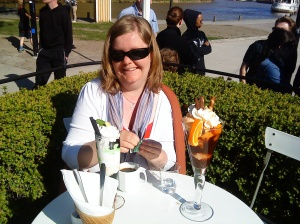 Ylva och jag fick oss lyxiga glassar i Söderköpings egen glassrestaurang
